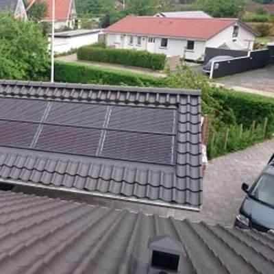 Solceller integreret på taget af carport