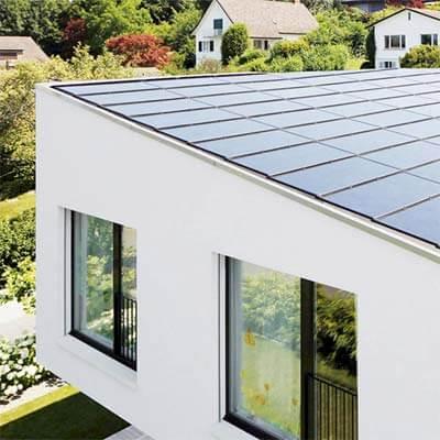 Solceller som tagbeklædning på arkitekttegnet villa